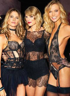 Behati Prinsloo, Taylor Swift and Karlie Kloss backstage at the 2014 VSFS Victorias Secret Models, Victoria Secret Fashion Show, Vs Fashion Shows, Fashion Models, Vogue Fashion, Modelos Victoria Secret, Taylor Swift Hot, Taylor Swift Bikini, Taylor Swift Casual