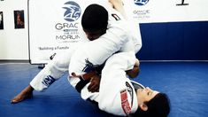 https://media.giphy.com/media/6woSNYgzs5k1W/giphy.gif bjj brazilian gracie jiu jitsu armbar guard