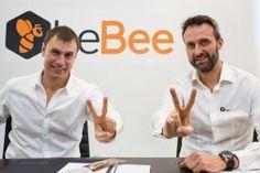 De izquierda a derecha, Juan Imaz y Javier Cámara, fundadores de beBee.