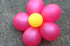 How to Create Decorative Balloon Flowers. Turning balloons into flowers is a very simple but original way to create decorations for the perfect little princess party or an afternoon tea with a garden theme. Or maybe you just want to find a. Trolls Birthday Party, Troll Party, 4th Birthday Parties, Birthday Fun, Birthday Ideas, Flower Birthday, Turtle Birthday, Carnival Birthday, Birthday Pictures