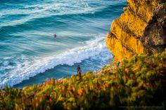 Foto tirada ao final da tarde, perto da praia das Maças, Sintra.
