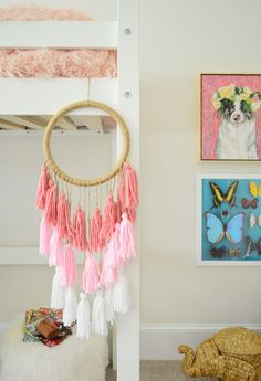 Stylish 32 Awesome Diy Hanging Decoration Ideas For Bedroom That You Must Try Dog Room Decor, Diy Room Decor For Girls, Diy Wall Decor For Bedroom Easy, Diy Bedroom, Diy Home Crafts, Diy Home Decor, Diy Crafts Room Decor, Mur Diy, Young House Love