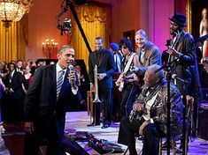 Photos of Obama Being Awesome: Obama Sings the Blues with B.B. King