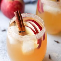 Spiced apple cider sangria is the perfect fall cocktail! Gin Based Cocktails, Easy Gin Cocktails, Gin Fizz Cocktail, Apple Cocktails, Apple Cider Sangria, Spiced Apple Cider, Spiced Apples, Apple Brandy, Gin Bar
