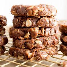 Easy Vegan Chocolate Peanut Butter Bars Recipe (V, GF): 4 ingredient healthy gluten free peanut butter bars! The best dairy free dessert recipe: yummy no bake peanut butter bars! Quick 'n simple vegan dessert, Gluten Free, Dairy-Free, Vegan. Healthy No Bake Cookies, Vegan Oatmeal Cookies, Healthy Protein Snacks, Oat Cookies, Chocolate Cookies, Vegan Protein, Healthy Zucchini, Paleo Vegan, Peanut Butter No Bake