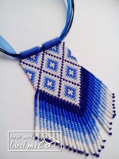 My preferred side of reversibl Seed Bead Necklace, Seed Bead Bracelets, Seed Bead Jewelry, Beaded Necklace, Beaded Jewelry Patterns, Fabric Jewelry, Beading Patterns, Bead Crochet Rope, Bijoux Diy