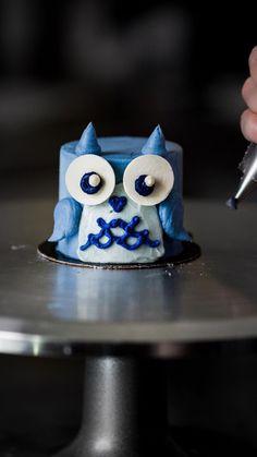 Creative Cake Decorating, Cake Decorating Classes, Cake Decorating Techniques, Creative Cakes, Cookie Decorating, Mini Cakes, Cupcake Cakes, Owl Cakes, Super Cool Cakes