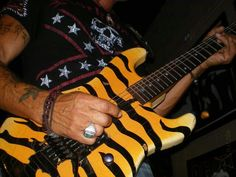 1000 images about george lynch on pinterest george lynch guitar and scary. Black Bedroom Furniture Sets. Home Design Ideas