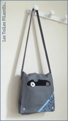 Sac bandoulière voiture pour petit garçon Diy Sac, Couture Bags, Inspiration For Kids, Sewing For Kids, New Product, Bag Making, Sewing Projects, Shoulder Bag, Purses
