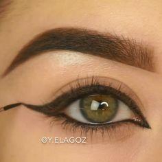 Amazing ❤️ By: Black Eye Makeup, Smoky Eye Makeup, Makeup Eye Looks, Cat Eye Makeup, Eyeliner Looks, Daily Makeup, Eyeshadow Makeup, Green Eyeliner, White Eyeliner