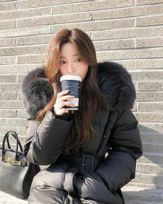 Ulzzang Korean Girl, Cute Korean Girl, Cute Dresses, Cute Outfits, Young Kim, Korean Street Fashion, Parka Coat, Jennie Blackpink, Teen Fashion Outfits