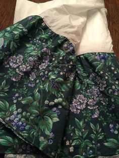 Laura Ashley Bramble Queen Bedskirt Hunter Green With Berries Vines Flowers Euc - Bed Skirts