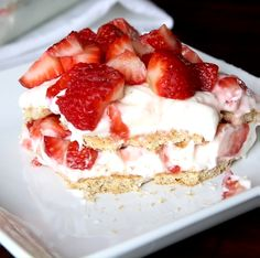 Strawberry Cheesecake Lasagna – You love lasagna as a main dish, so why not serve it for dessert too? Layers of fresh strawberries, sweet cream, and graham crackers are stacked high in this no-bake sweet treat. videos No Bake Strawberry Cheesecake Lasagna No Bake Desserts, Easy Desserts, Delicious Desserts, Yummy Food, Baking Desserts, Cheesecake Desserts, Cake Baking, Summer Cookout Desserts, Strawberry Cheesecake Recipes