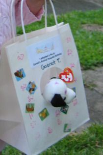 pet_carrier2 have children decorate the bag as a party activity