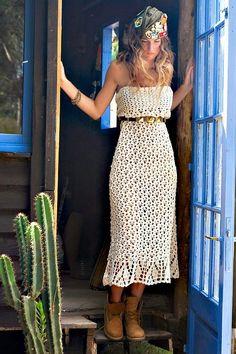 Pretta Crochet: Vestido de crochet tomara que caia. This has a sort of pattern, I guess, for this awesome crochet strapless dress. Bohemian Mode, Hippie Boho, Bohemian Style, Boho Chic, Hippie Bride, Crochet Skirts, Crochet Clothes, Mode Crochet, Knit Crochet