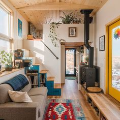 Tiny House Cabin, Tiny House Living, Tiny House Design, Small Living, Home And Living, Living Spaces, Best Tiny House, Living Room, Sweet Home