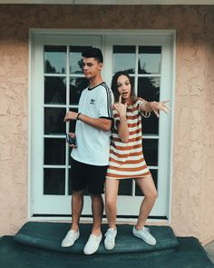 Top Makeup Accessories For The Professional Maddie Y Mackenzie, Mackenzie Ziegler, Silly Couple Pictures, Cute Pictures, Couple Photos, Relationship Goals Pictures, Cute Relationships, Cute Couples Goals, Couple Goals