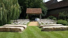 We love that at @weddingsatbrenley , you can personalise the outdoor ceremony space however you like! www.yourkent.wedding/supplier/az/20864/brenley-farm-house