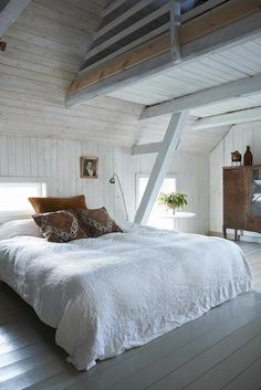 bedroom with loft
