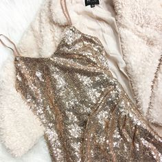 Live and Let SPARKLE ✨ ~Gather with your favorite loves 💕for New Years Eve 🙌 with a little sparkle everywhere you go -Dress ($49) •Fluffy Jacket ($69) . 🍃For immediate assistance or to ORDER call☎️701-356-5080 (We Ship📦& Hold)  #apricotlanefargo #apricotlane #fargo #nd #nye #sparkle #dress #boutique #nyedress #nyeoutfit #newyearseve