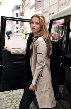 Ilse Jacobsen Hornbaek Hooded Raincoat   in sesame XS