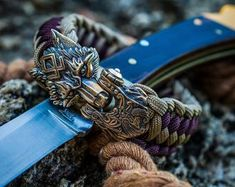 """""""Brown Bear - Premium 550 Paracord + Tactical Cord bracelet with exclusive Bronze Buckle """"Bear"""" Terms of ordering days Attention! When choosing a size, keep in mind that it is not the length of the bracelet. It is wrist size in circumference. Paracord Knots, 550 Paracord, Paracord Bracelets, Bracelets For Men, Survival Bracelets, Knot Bracelets, Paracord Tutorial, Bronze, Edc"""