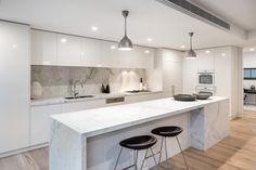 Modern Hardwood Flooring Design Ideas For Your Kitchen 10 Kitchen Room Design, Luxury Kitchen Design, Home Decor Kitchen, Interior Design Kitchen, New Kitchen, Home Kitchens, Tuscan Kitchens, Luxury Kitchens, Modern Kitchen Cabinets