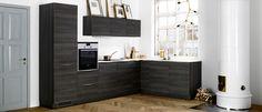 Skap et uttrykk med ekstra varme og glød til kjøkkenet med Dark Wood-døren i mørk trestruktur fra Kvik.