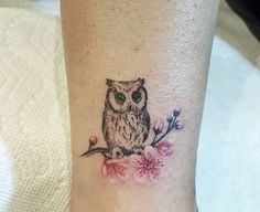 Today we're going to step again into the world of animal tattoos bringing you 50 of the most beautiful owl tattoo designs, explaining their meaning. Small Side Tattoos, Owl Tattoo Small, Cool Arm Tattoos, Trendy Tattoos, Forearm Tattoos, Body Art Tattoos, Tattoos For Women, Sleeve Tattoos, Tattoo Owl