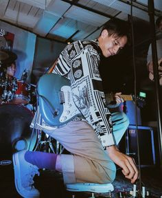 with his guitar💙🎸 Pretty Boys, Cute Boys, The Caged Bird Sings, Artist Aesthetic, Band Wallpapers, Celebs, Celebrities, Boyfriend Material, Pretty People