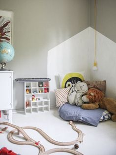 Kids room inspiration: What a cute reading nook! The wall treatment with paint adds dimension to this cosy nook. Reading Corner Kids, Kids Corner, Reading Corners, Cosy Corner, Reading Nooks, Casa Kids, Deco Kids, Kid Spaces, My New Room