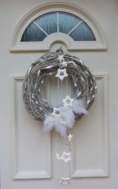 a4ff27e8e45d70bcb6a131e0f5e4b387 Christmas Owls, Woodland Christmas, Christmas Mood, Christmas Candles, Diy Christmas Ornaments, Diy Christmas Gifts, Christmas Door Decorations, Xmas Wreaths, Advent Candles