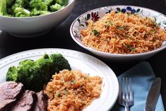 Chimichurri Rice takes cilantro, garlic, and spicy pepper, and blends it into a delicious rice side dish, reminiscent of the Argentinian condiment. College Food Hacks, College Meals, Rice Recipes, Real Food Recipes, Healthy Recipes, Egg Recipes For Dinner, How To Cook Chili, Rice Side Dishes, Homemade Chicken Stock