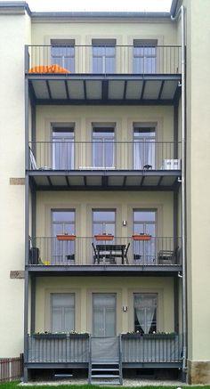 Balkone aus Stahl an einem Altbau