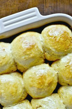 these sweet potato and honey rolls make the perfect holiday side dish I howsweeteats.com