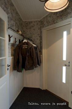 Naulakko vaahteran oksasta ~ Taltta, vasara ja puupää Mirror, Bathroom, Furniture, Home Decor, Washroom, Decoration Home, Room Decor, Mirrors, Full Bath