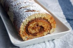 Recipe of Swiss Roll, a delicious cake filled with dulce de leche (milk caramel) Cake Roll Recipes, Sifted Flour, Traditional Cakes, Chocolate Cream, Rolls Recipe, Tray Bakes, Yummy Cakes, Cooking Time, Food Print