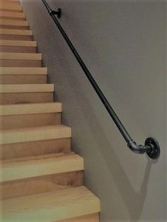 Ideas handrails for stairs outdoor for 2019 Indoor Stair Railing, Pipe Railing, Staircase Handrail, Handrail Ideas, Loft Railing, Outdoor Stairs, Bannister, Redo Stairs, Garage Stairs