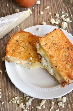 Comfort food at it's finest with this combination of creamy Brie & Gorgonzola mixed with the sweetness of fresh pear in this grilled cheese sandwich. A favorite of childhood made gourmet! April is Grilled Cheese Grilled Cheese Recipes, Brie Grilled Cheeses, Gormet Grilled Cheese, Le Diner, Soup And Sandwich, Cooking Recipes, Yummy Food, Tasty, Favorite Recipes