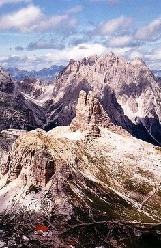 Dolomiti, Italy. Our tips for 25 Places to See in Italy: http://www.europealacarte.co.uk/blog/2012/01/12/what-to-do-in-italy/
