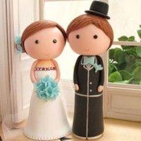 Vai se casar e ainda não decidiu qual tipo de topo de bolo vai querer para o casório? Confira diferentes opções para se inspirar.