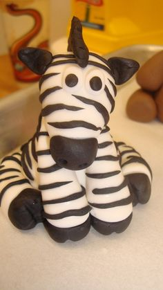 Sugar Plum Pastries: Fondant zebras