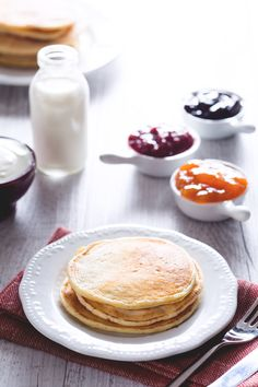 La versione light della ricetta più amata dell'american #breakfast: #pancakes senza burro. Soffici e deliziosamente spugnosi! #Giallozafferano #recipe #ricetta