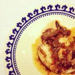 Calamares con sofrito de cebolla y tomate