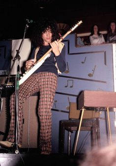 @craig_wrighty @turnipheadpic outstanding pics by Henry Armstrong on Facebook of #Trex @MarcBolan1977 at The Mayfair circa 70/71