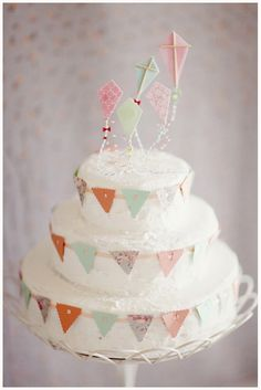 adorable birthday cake! little kites and baker's twine!
