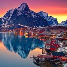 La mejor forma de conocer #Noruega es a través de un fantástico #Crucero. Los cruceros por los #Fiordos Noruegos son increíbles, donde conoces lugares mágicos como Geiranger, Flam, Hellesylt, Stavanger.. y mucho más. Aquí encontrarás tu crucero ideal, con distintos itinerarios para que conozcas lo máximo posible de Noruega. http://www.felicesvacaciones.es/ofertas-viajes-baratos/crucero-fiordos-noruegos/