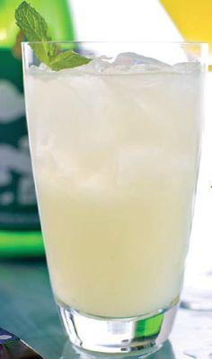 Une bouteille de rhum, 8 recettes de drinks inspirants | NIGHTLIFE.CA #rumdrinks