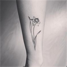 """902 Likes, 14 Comments - 彫顔一門(彫茜)Lucy Hu (@lucylululu) on Instagram: """"#水仙花 #Narcissus #flowertattoo @jessyentattoo @camsupply @officialh2ocean @h2oceanproteam @eternalink"""""""
