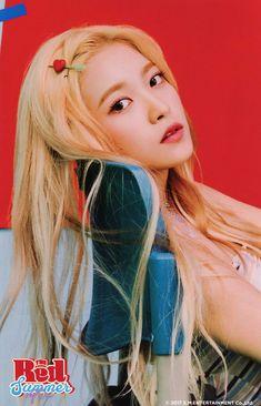 Read red velvet- Yeri from the story fotos de kpop ♡ by with 156 reads. Seulgi, Kpop Girl Groups, Kpop Girls, Asian Music Awards, Irene Red Velvet, Divas, Red Velet, Walking In High Heels, Idol